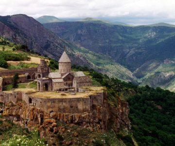 tatev_monastery_armenia-1920x1200